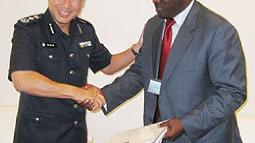 Inspector General of Police Emmanuel Gasana and his Singaporean counterpart during their meeting (Courtesy Photo)