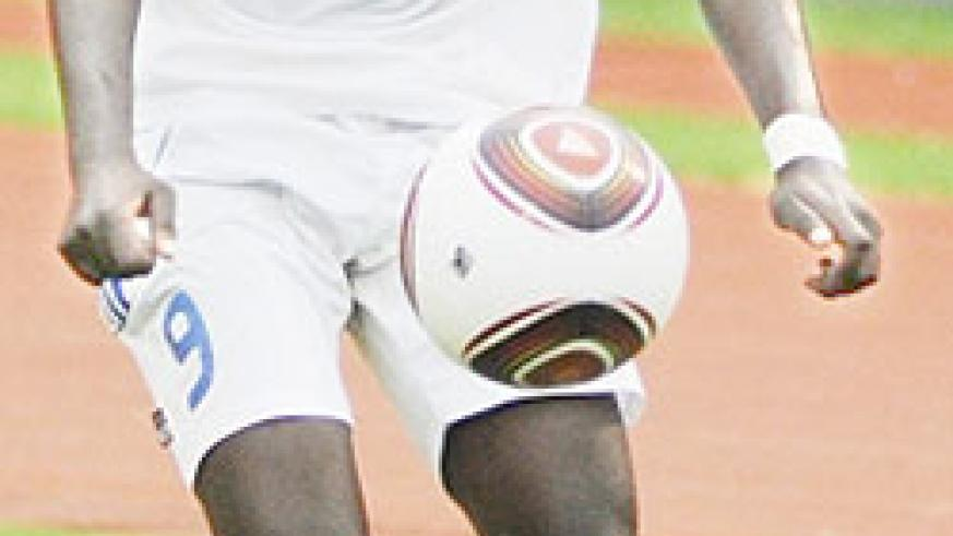 Bonfils Kabanda shields the ball from an Ivory Coast player during the 2011 CAF U-17 tournament. (File photo)