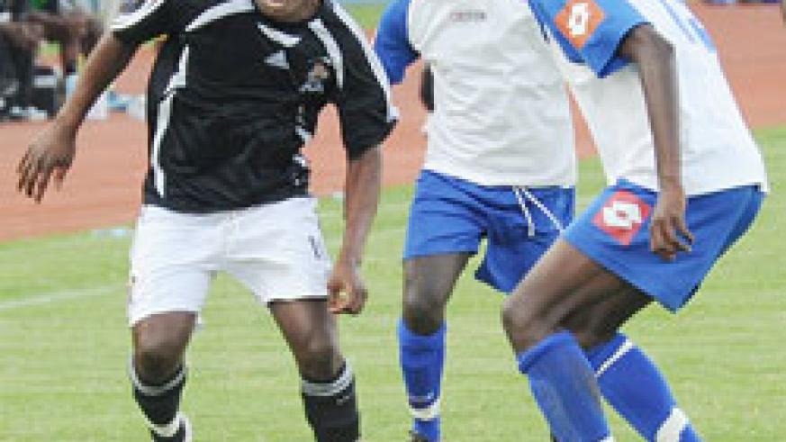 APR's Joseph Bwalya tries to get past two Rayon defenders during last year's Shaka memorial Cup. APR avoided Rayon in yesterday's Peace Cup draws. (File photo)
