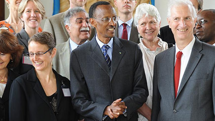 President Kagame with  Ira Magaziner (R) who headed a team of US health experts (Photo Urugwiro Village)