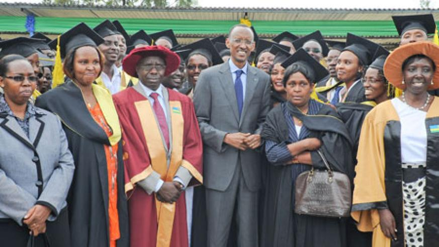 President Kagame with some of the ILDP graduands, yesterday. (Photo. Village Urugwiro)