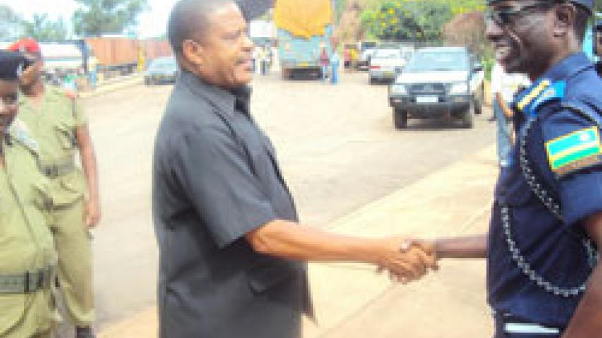 ACP Sam Karemera (L) greets his counterpart SACP Henry Salewi at Rusumo border. (Photo  S. Rwembeho.).