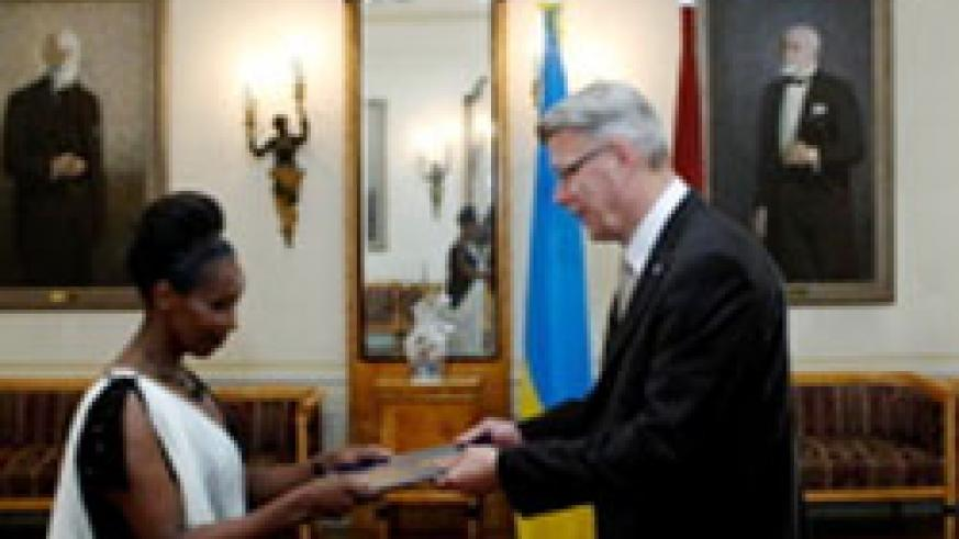 4-1 Ambassador Immaculee Uwanyiligira presents her letters of credence to President Valdis Zatlers at the Riga Castle (Courtesy photo)