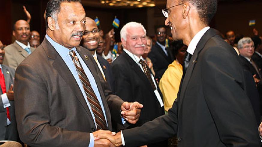 The Rev. Jesse Jackson greets President Kagame as Joe Ritchie (c), Rwanda's Honorary Consul to Chicago looks on. (Photo Village Urugwiro)
