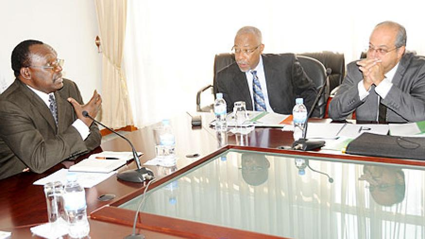 Trade and Industry Minister Francois Kanimba (L) during his meeting with commonwealth officials led by Glifford Smith (Centre). Photo J Mbanda)