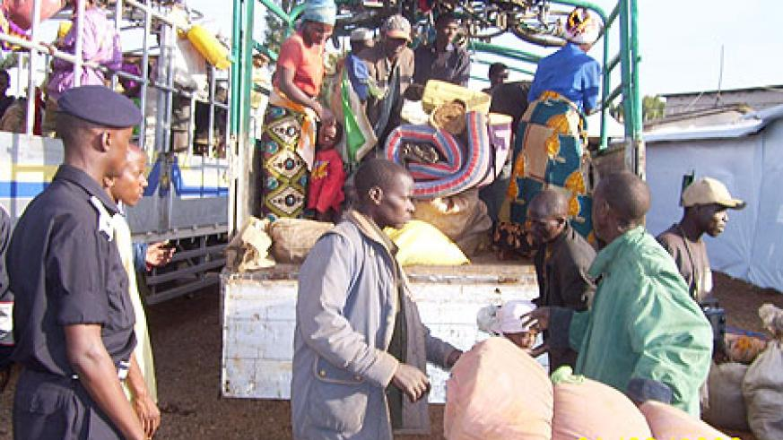 Rwandan refugees from Tanzania returning home in 2006. (File Photo)