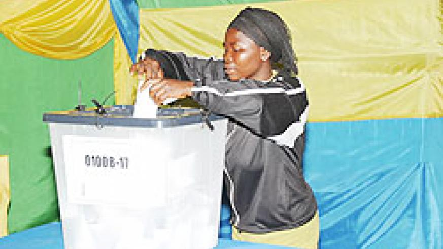 A woman casts her vote during the 2010 elections. (File photo)
