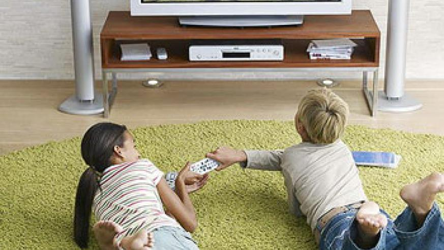 Two young kids fighting over the television remote