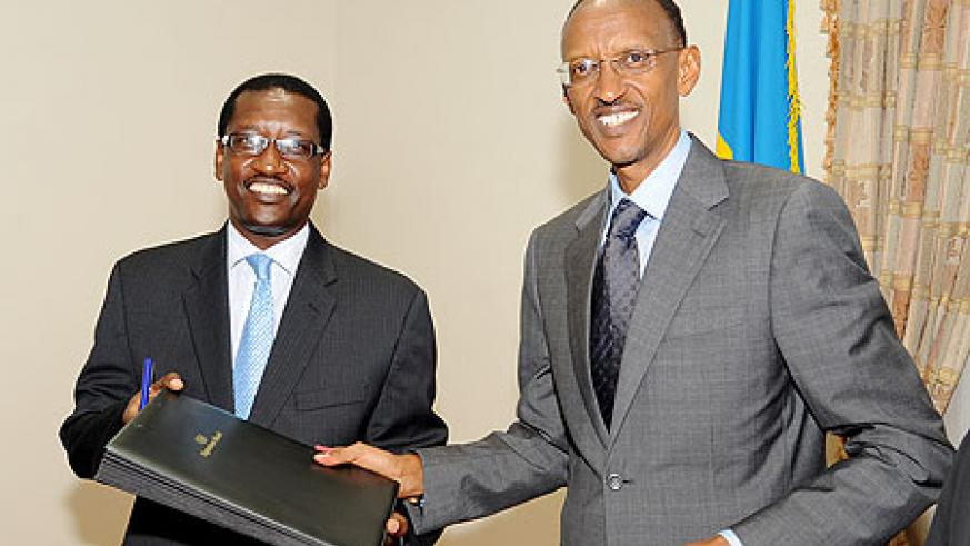President Kagame with James Gatera, the Managing Director of Bank de Kigali after he bought shares in the Bank, yesterday. (Photo Village Urugwiro)