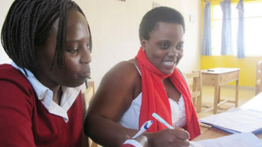 Claudette Mukeshimana (R) discussing with other students.(Photo D.Umutesi)