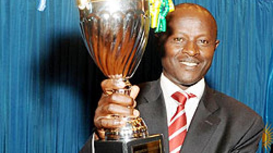 Rulindo mayor Justus Kangwagye holds the trophy won by his district in the 2010 11 Performance contracts yesterday