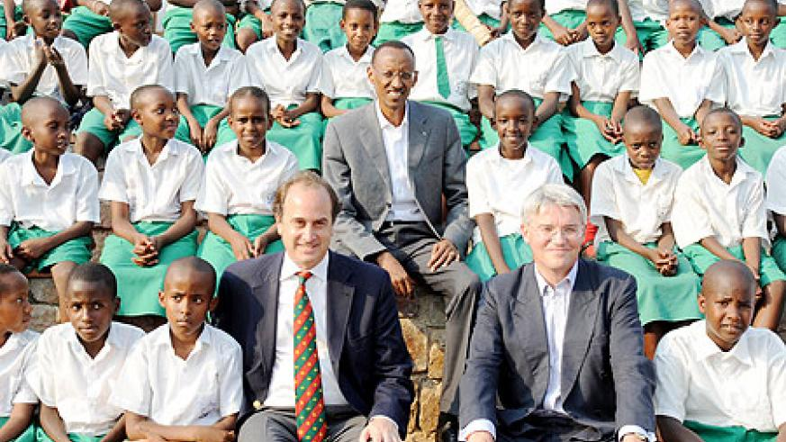 President Paul Kagame, the UK Secretary of State for International Development, Andrew Mitchell (R) and Brooks Newmark in a group photo with children after commissioning Girubuntu Primary School, built with support from the UK Conservatives. The New Time