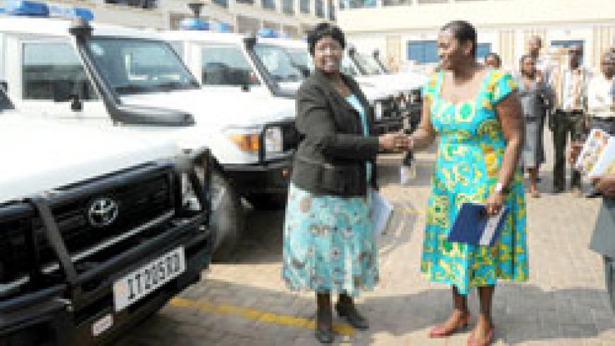 The Minister of Health, Dr. Agnes Binagwaho (L), receives a donation of the new ambulances from the UNFPA country Representative, Victoria Akyeampong. The New Times/John Mbanda