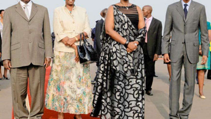President Kagame (R) and the First Lady, Mrs Jeannette Kagame (2nd R), treated the Ugandan President, Yoweri Museveni and his wife Janet Museveni, to a red carpet welcome at the Kigali International Airport, yesterday. The New Times/Village Urugwiro.