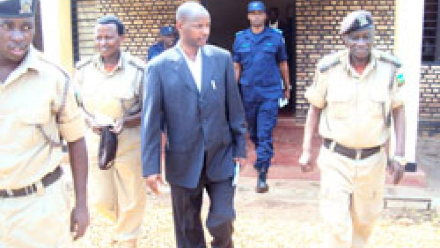 Maj. General Paul Rwarakabije (L) accompanied by officials on a tour of Nsinda Central Prison in Rwamagana District. The New Times /S. Rwembeho