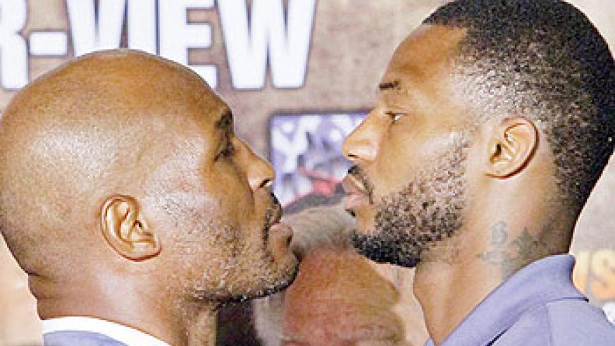 Bernard Hopkins (left) will defend his light heavyweight title against Chad Dawson on October 15. Net photo