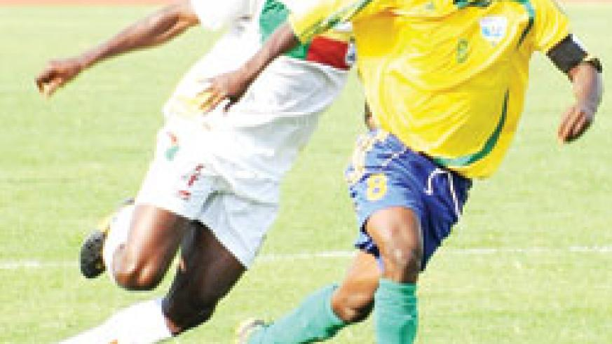Haruna (R) is ready to re-unite with APR if Yanga fail to honour their contractual obligations. The New Times/File.