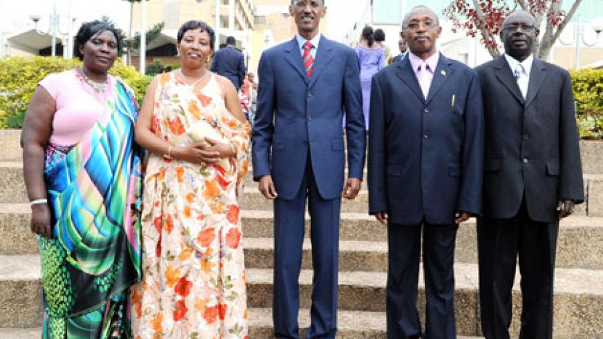 President Kagame (c) with the Lawmakers after the swearing-in ceremony, yesterday at the Parliamentary buildings. Senator Teddy Gacinya(2nd left)MPs Marie Josée Kankera(L)Amiel Ngabo Semahundo(2nd Right) and Zeno Mutimura.The New Times/Village Urugwiro
