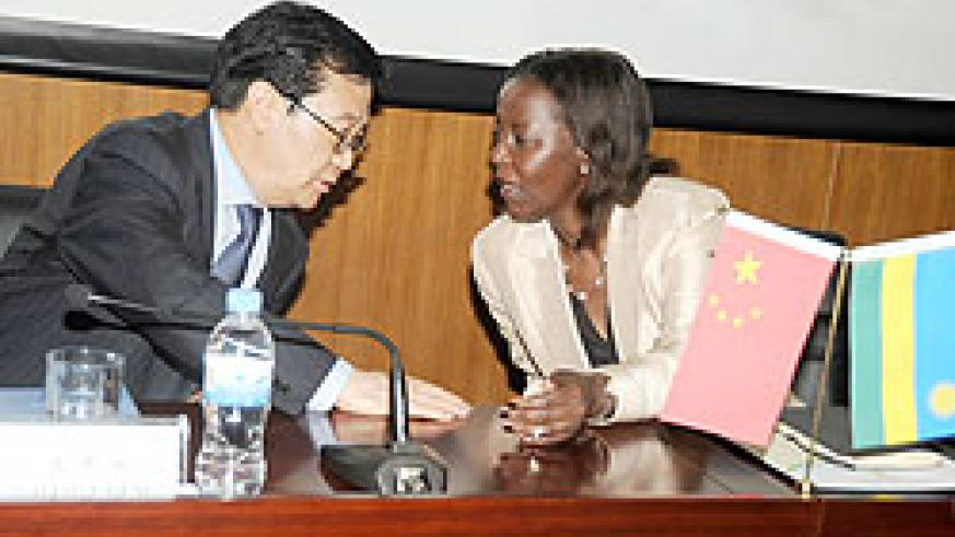Chinese international trade representative, Gao Hucheng (L), with Foreign Affairs Minister, Louise Mushikiwabo prior, to signing the agreement yesterday.The New Times /John Mbanda.