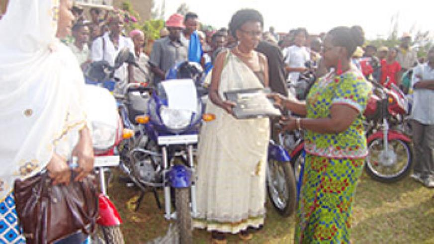 Kicukiro district vice Mayor Florence Uwayisaba hands over a motocycle to one of the cooperative representatives. The New Times  Grace Mugoya