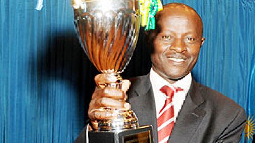 Rulindo mayor Justus Kangwagye holds aloft the trophy won by his district during the 2010-11 performance contracts.
