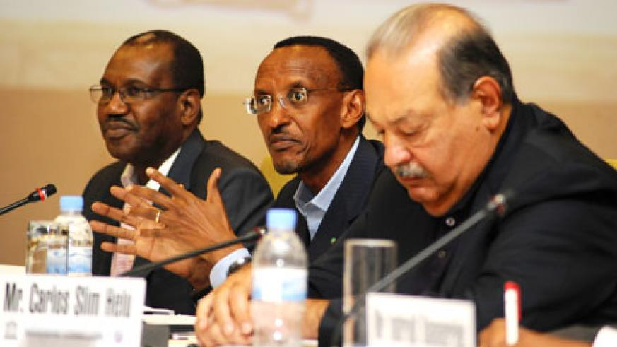 President Paul Kagame with fellow Broadband Commission co-chair, Carlos Slim (R), and Dr Hamadoun Touré, the ITU Secretary-General, on the last day of the Commission's meeting in Kigali, yesterday. The New Times/Timothy Kisambira.
