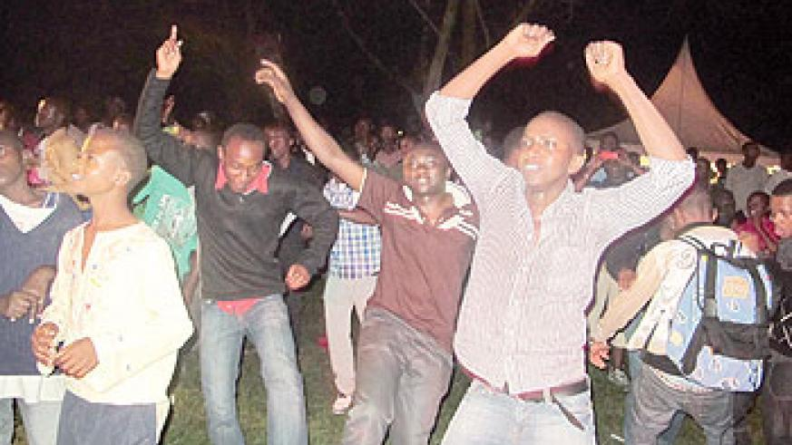 The jovial crowd dances to the tunes of the music. The New Times / L. Mbabazi