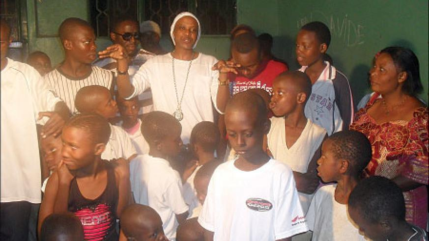 Scooper (far clad in white) chats with Mpore PEFA orphans.
