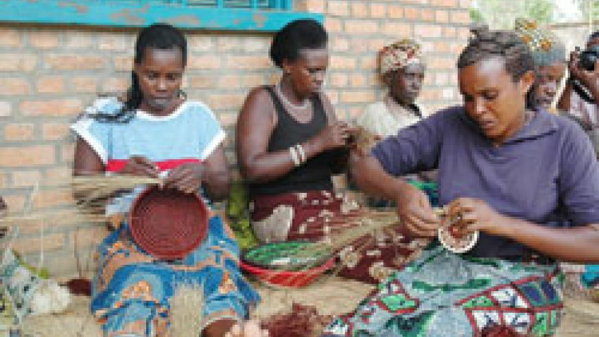Women weaving the world famous Agaseke. Top US  fashion designer Nicole Miller  will promote handcrafts produced by Rwandan women in the US market. The New Times / File.