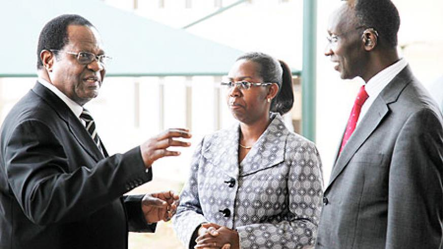 Ugandan Chief Justice Benjamin Odoki (L) shares a light moment with his Rwandan counterpart, Aloysia Cyanzayire and her deputy Prof Sam Rugege, yesterday at the Supreme Court. The New Times/Timothy Kisambira.