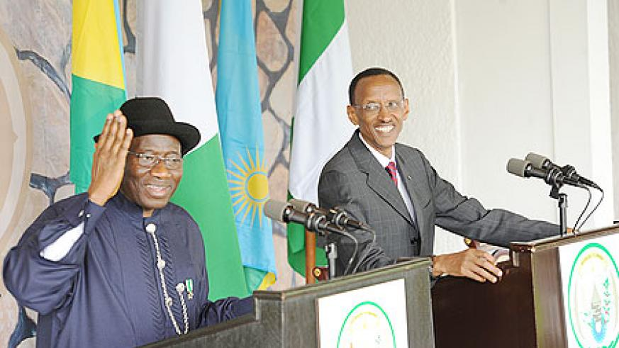 President Kagame and his Nigerian counterpart Goodluck Jonathan, during the news conference at Village Urugwiro, yesterday. The New Times/Village Urugwiro.