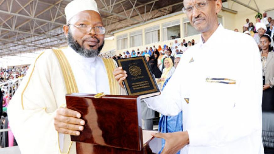 Mufti Gahutu gives President Kagame a Kinyarwanda Quran in recognition of his support to the Islamic community. The New Times / Village Urugwiro.