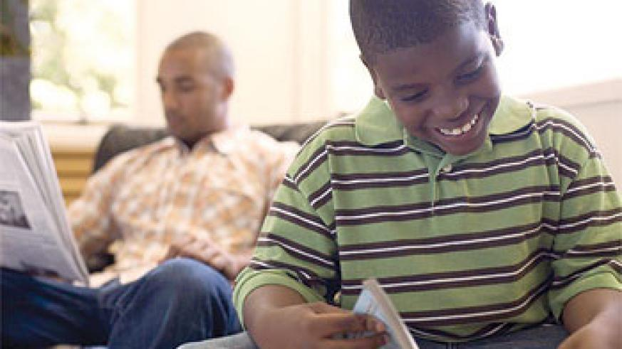 Parents have the responsibility to instill the reading habit in their children. Net Photo