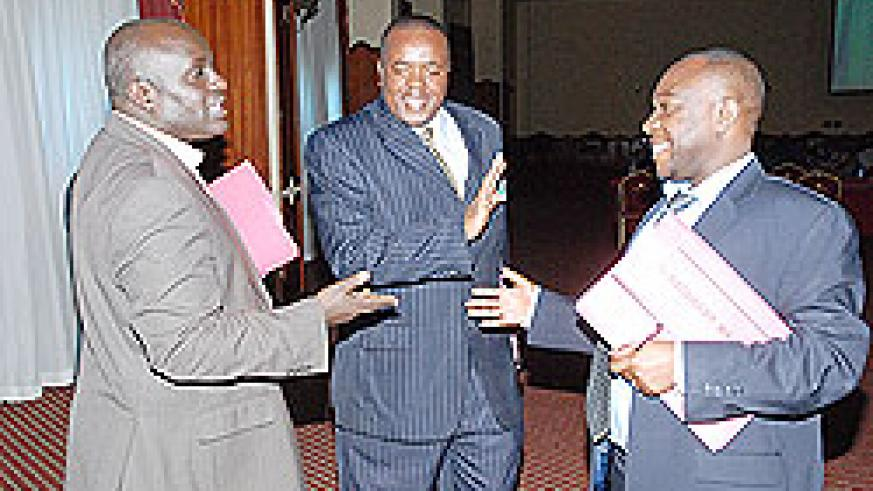 BNR's Dr Thomas Kigabo, Kenya head of delegation Mr Julius Mutua and EAC Senior Statistician Robert Maate at the EAC Monetary Union meeting  in Entebbe, Uganda. The New Times / Courtesy.