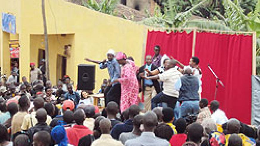 Residents of Mushishiro eagerly watch Bangamwabo actors celebrate unity in a play in Muhanga. The New Times / D. Sabiiti.