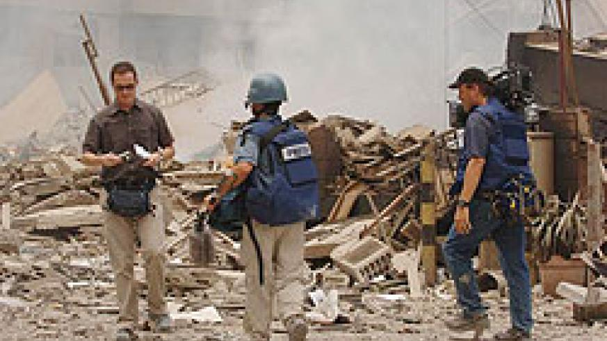 Reporters covering conflict zones face numerous challenges. (Net Photo)