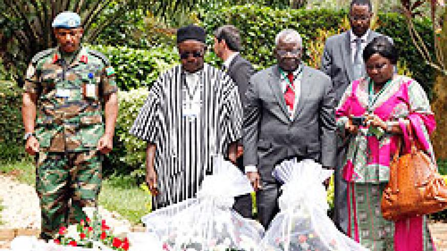 Senior members of the UN Mission in Sudan pay tribute to Genocide victims at the Kigali Memorial. The New Times / Timothy Kisambira.