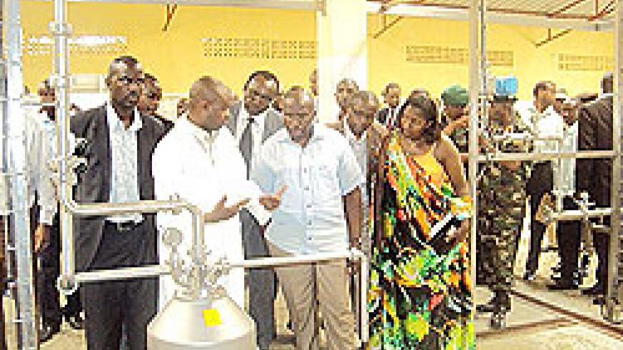 Prime Minister Pierre Damien Habumuremyi (C) flanked by Eastern Province governor, Odette Uwamariya (R) during a tour of the Nyagatare milk plant on Monday.the New Times / D Ngabonziza