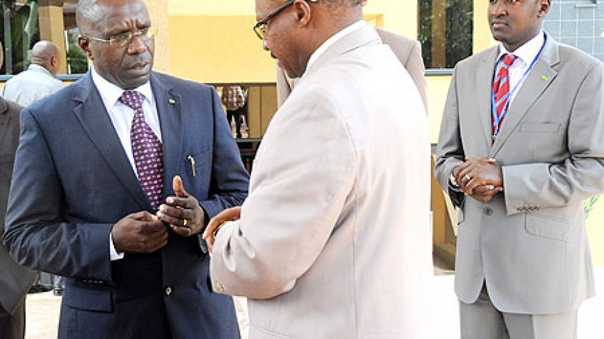 PM Pierre Habumuremyi (L) making a point to the Minister of Cabinet Affairs, Protais Musoni as Patrice Mulama of the MHC looks on. The New Times / John Mbanda.