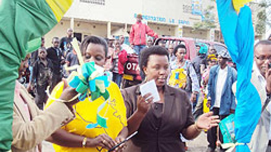 Jeanne Izabiriza, the Executive Secretary (L) opens the event, in company of the Mayor of Muhanga District Yvonne Mutakwasuku. The New Times / D. Sabiiti.