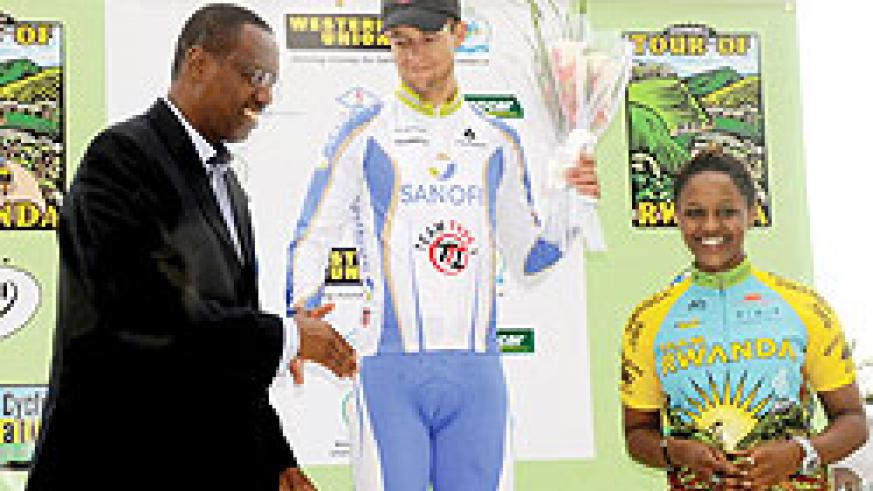 Kiel Reijnen (C) boosted his chances of a maiden Tour of Rwanda title after bagging a fourth stage win yesterday. The New Times/J. Mbanda.
