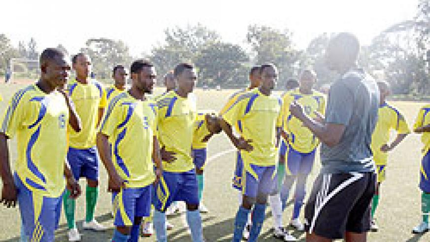 Amavubi assistant coach Eric Nshimiyimana talks to the players during one of the team's training sessions. The New Times / File.