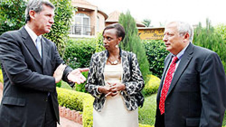 Decio M. Ripandelli, Head Biosafety Unit (L), Marie Christine Gasingirwa of MINEDUC (C) and Mike Hughes, an advisor at MINEDUC chatting yesterday. The New Times / Timothy Kisambira.