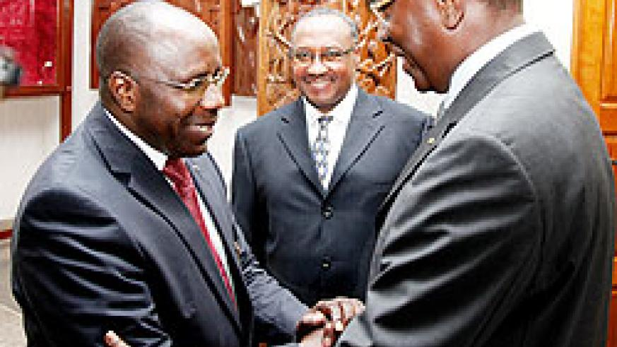 Prime Minister Pierre Damien Habumuremyi (L) greets Senate VP Bernard Makuza as the minister in charge of Cabinet Affairs, Protais Musoni, looks on. The New Times / T. Kisambira