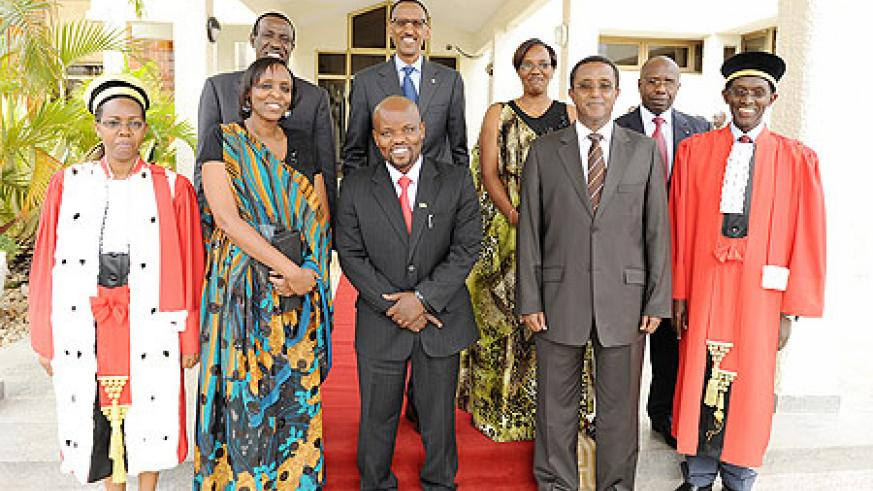 President Kagame and senior government officials in a group photo with the three ministers who swore-in yesterday: Agnes Kalibata(2nd L) , Jean Philbert Nsengimana (c) and Vincent Biruta (2nd R). The New Times/Village Urugwiro.