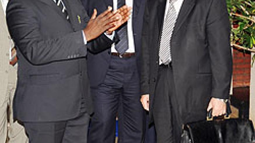 Prime Minister Pierre D. Habumuremyi (L), chats with the Algerian delegation lead by Issad Rebrab (R). The New Times /John Mbanda.