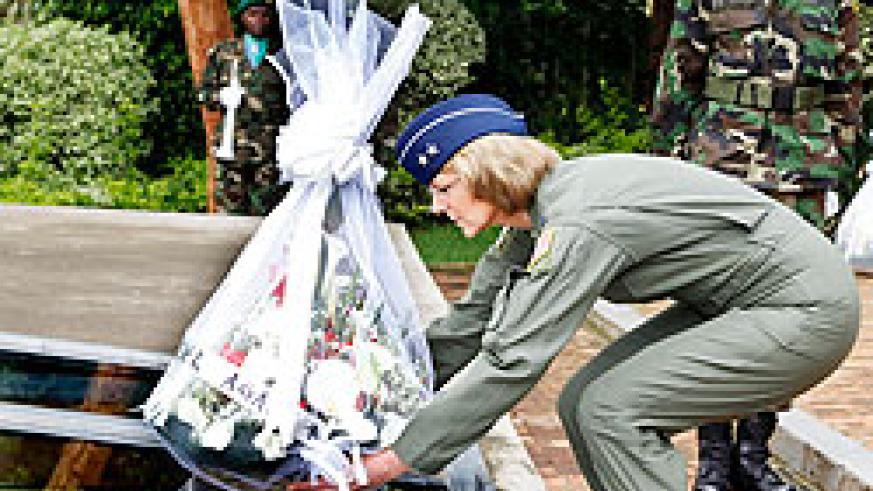 Major General Margaret H. Woodward laying a wreath of flowers at Kigali Genocide Memorial Centre yesterday. The New Times / Timothy Kisambira.