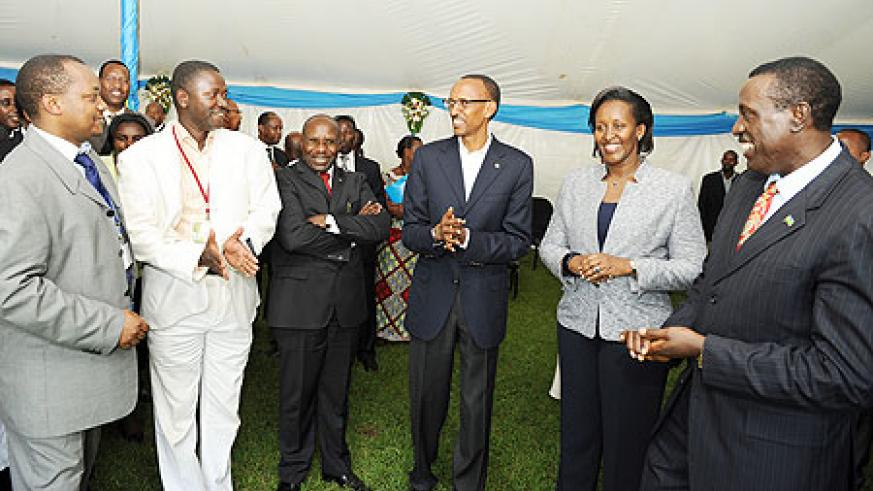 President Kagame and the First Lady with government officials and guests during a reception at Village Urugwiro after the Umushyikirano. The New Times / Village Urugwiro.