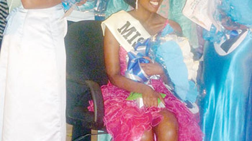 Miss ISAE-Busogo 2012 poses for a photo with the 1st and 2nd runners-ups. The New Times/Bonny Mukombozi.