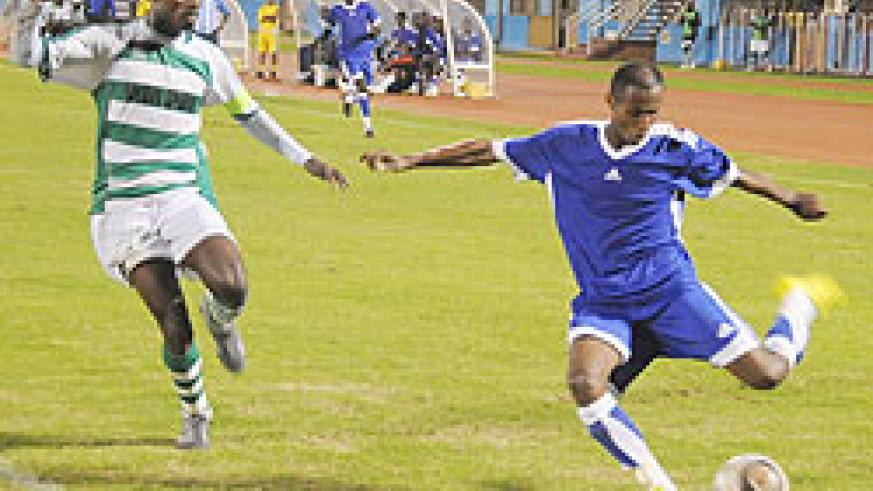 Kiyovu's captain Eric Serugabe (left) tries to  block Rayon's Djamal Mwiseneza's cross during last season league clash. (The New Times; File)